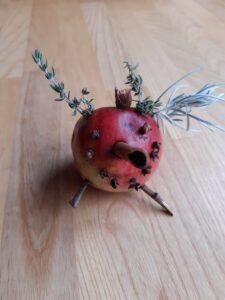 Vyrob skřítka z jablka